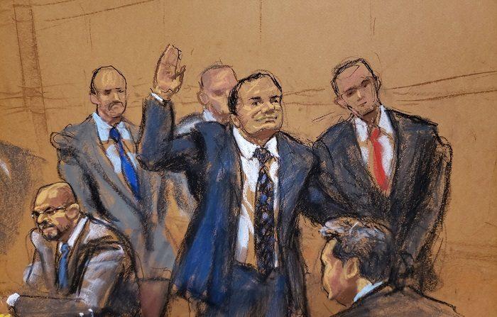 """Reproducción fotográfica de un dibujo realizado por la artista Jane Rosenberg donde aparece el narcotraficante mexicano Joaquín """"El Chapo"""" Guzmán mientras saluda a su esposa antes del inicio del primer día de su juicio, en el tribunal del Distrito Sur en Brooklyn, Nueva York (EE.UU.). EFE/Jane Rosenberg"""