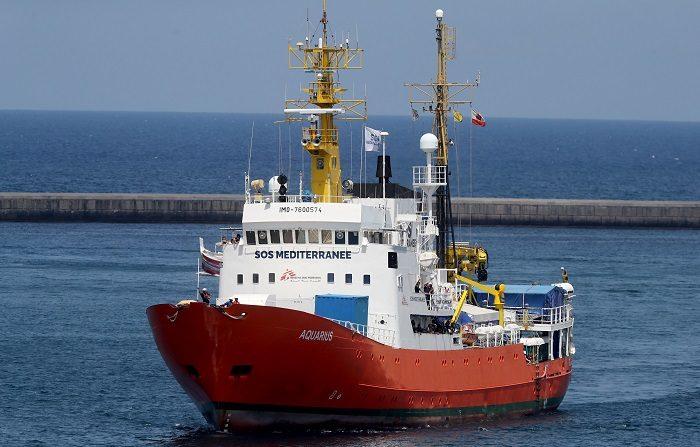 La Fiscalía de Catania, en la isla italiana de Sicilia investiga a 24 personas, la mayoría personal de Médicos sin Fronteras (MSF), y ha inmovilizado el barco Aquarius, utilizado para el rescate de inmigrantes en el Mediterráneo Central, bajo la acusación de tratamiento ilegal de residuos considerados peligrosos. EFE
