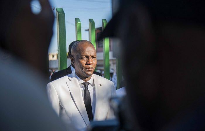 El presidente de Haití, Jovenel Moise, reiteró hoy su llamado al diálogo y dijo que durante su mandato nadie va a poner en peligro los intereses del país, tras la multitudinaria protesta del pasado domingo contra la corrupción y en la que un sector opositor exigió su renuncia.. EFE/Jean Marc Herve Abelard