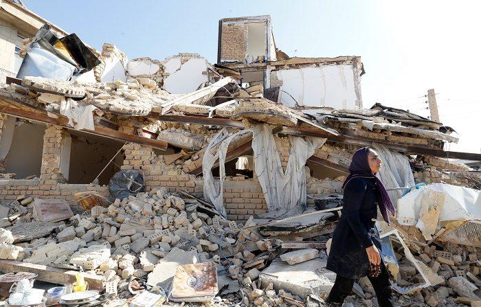 Más de 500 personas resultaron hoy heridas a causa de un fuerte terremoto de magnitud 6,4 grados en la escala de Richter que sacudió la provincia de Kermanshah, en el noroeste de Irán, cerca de la frontera con Irak.. EFE/ Abedin Taherkenareh