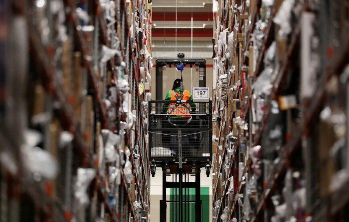 """Las compras a través de internet mediante los móviles ganan terreno en las transacciones hechas este """"ciberlunes"""" (Cyber Monday, en inglés), que aspira a convertirse en un día histórico para el comercio electrónico de EE.UU. con un gasto de 7.800 millones de dólares. EFE/ Friedemann Vogel"""