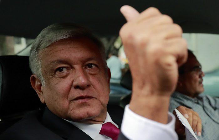 El próximo presidente de México, el izquierdista Andrés Manuel López Obrador, tiene ante sí la compleja tarea de implementar programas sociales sin desestabilizar el presupuesto y cumplir promesas electorales sin asustar el empresariado. EFE/José Méndez