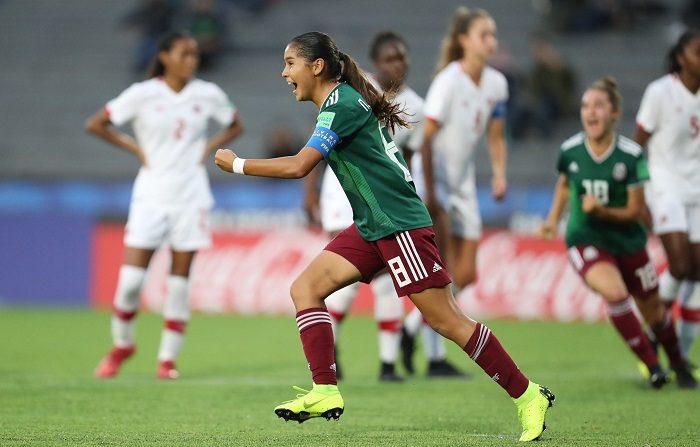 Nicole Pérez México celebra un gol hoy, durante el partido de las semifinales entre México y Canadá en la Copa Mundial Femenina Sub-17, en el estadio Charrúa en Montevideo (Uruguay). EFE/Raúl Martínez