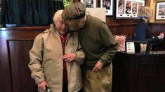Veterano de guerra se reencuentra con el primer amor de la escuela secundaría y vuelve a ser feliz