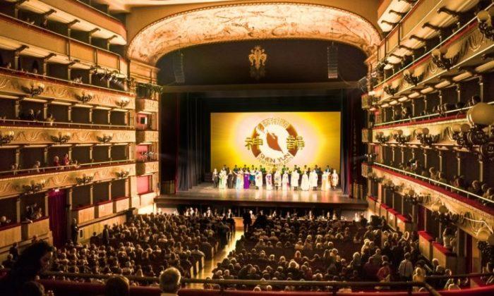 Shen Yun Performing Arts sobre el escenario del Teatro Verdi de Florencia, Italia, el 19 de abril de 2018. Shen Yun es el objetivo de los intentos de Beijing de persuadir a los teatros europeos para que no reciban a la compañía. (Gabriele Bruno/La Gran Época)