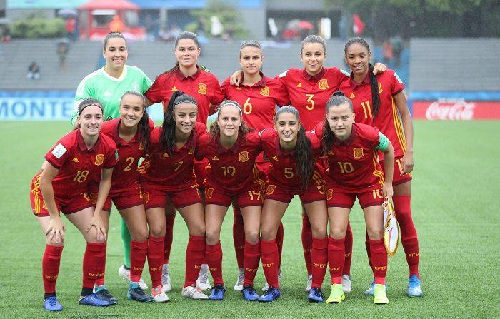 Jugadoras de España, en partido ante Nueva Zelanda en las semifinales de la Copa Mundial Femenina Sub'17 en el estadio Charrúa en Montevideo (Uruguay). EFE/Raúl Martínez