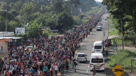 ¿Son las caravanas de migrantes parte de un plan para atacar a EE. UU.?