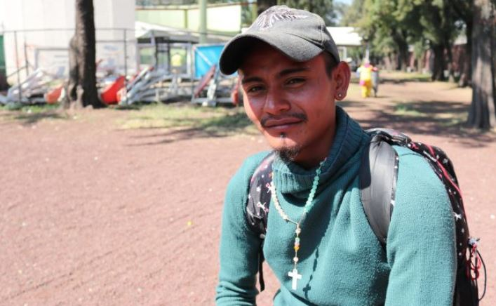 Moisés Esu Vidal Sánchez, de 24 años, es un taxista de Honduras que participa de la caravana de migrantes que se dirige a Estados Unidos. (Tim MacFarlan / Especial para La Gran Época)