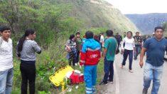 Mueren 7 niños y entrenador de equipo de fútbol peruano: el autobús cayó a un abismo