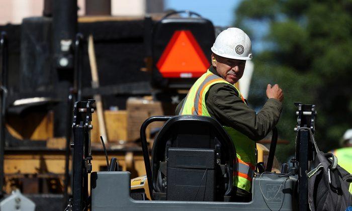 Un operario en una construcción en San Francisco, 5 de octubre de 2018. (Justin Sullivan/Getty Images)