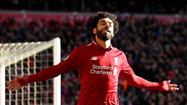 Mohamed Salah de Liverpool celebra después de marcar el primer gol de su equipo durante el partido de Premier League entre Liverpool FC y la ciudad de Cardiff en Anfield el 27 de octubre de 2018 en Liverpool, Reino Unido. (Jan Kruger / Getty Images)