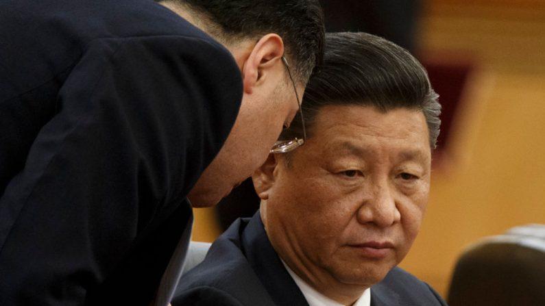 El líder del régimen comunista chino Xi Jinping asiste a una ceremonia de firma el 2 de noviembre de 2018 en Beijing, China. (Peter-Pool/Getty Images)