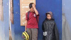"""Su madre desaparece y con solo 11 se convierte un verdadero """"padre"""" para sus 3 hermanitos"""