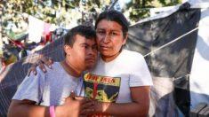 Madre migrante dice que fue presionada para unirse a la irrupción en la frontera