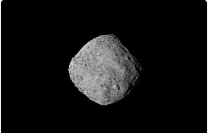 Asteroide Bennu desde la sonda OSIRISREx. Esta imagen fue tomada el 29 de octubre a 330. Imagen de archivo. (NASA)