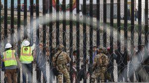 Patrulla Fronteriza: `Cualquier cosa es posible' mientras los migrantes se reúnen en Tijuana