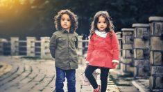 Los celos entre hermanos hace mucho daño. ¡Como padre mira las fallas más comunes y evítalas!