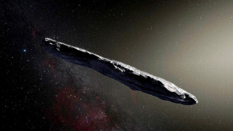 Ilustración del primer asteroide interestelar: Oumuamua. Este objeto único fue descubierto el 19 de octubre de 2017 por el telescopio Pan-STARRS 1 en Hawai. Observaciones posteriores del Very Large Telescope de ESO en Chile y otros observatorios alrededor del mundo muestran que estuvo viajando a través del espacio durante millones de años antes de su encuentro casual con nuestro sistema estelar. (Observatorio Europeo Austral/M. Kornmesser)