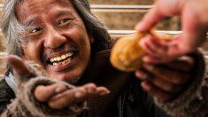 Dueño de restaurante que pasó frió y hambre en la calle, ahora dona comida a personas sin hogar