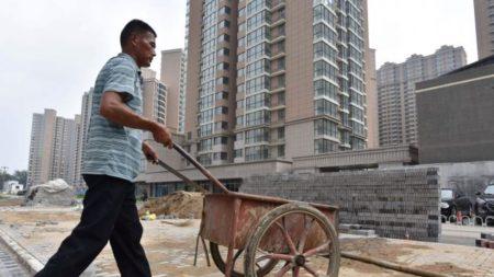 Millones de trabajadores migrantes de China regresan a sus pueblos rurales, posiblemente por el desempleo
