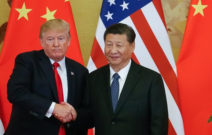 El presidente estadounidense, Donald J. Trump (i), y el presidente chino, Xi Jinping (d).  EFE/Roman Pilipey