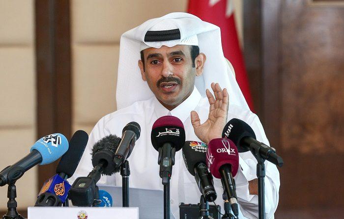 El ministro de Energía de Catar, Saad al Kaabi, anuncia en rueda de prensa la salida del país de la Organización de Países Exportadores de Petróleo (OPEP) el próximo mes de enero, en Doha, Catar, hoy, 3 de diciembre de 2018. EFE