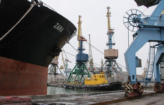 """Ucrania presentará una denuncia contra Rusia ante la Corte Internacional de Justicia (CIJ) en La Haya por el """"acto de agresión"""" cometido por los guardias fronterizos rusos que apresaron tres buques de la Armada ucraniana y a 24 marineros en aguas del mar Negro. EFE"""
