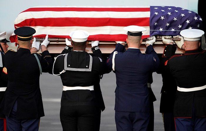 El féretro de George H.W. Bush vuelve a Texas para un último y familiar adiós