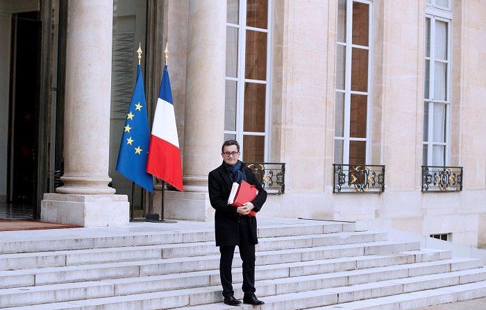 """El ministro francés de Hacienda, Gérald Darmanin, aseguró hoy que su país cumplirá con los compromisos de disciplina fiscal, pese a las concesiones a los """"chalecos amarillos"""" como la anulación del incremento en el impuesto sobre los carburantes que estaba programado a partir de enero. EFE"""