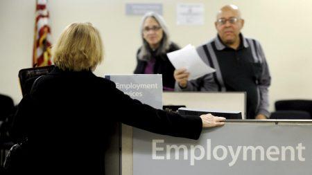 El desempleo en EEUU sigue en 3,7 % en noviembre con 155.000 nuevos empleos