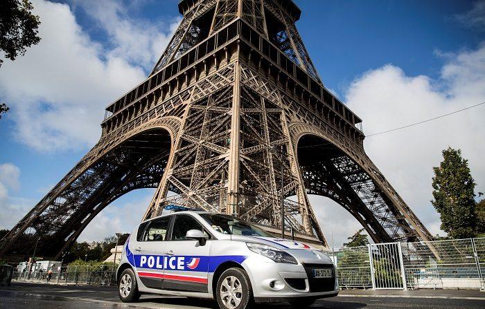 """Francia, y especialmente París, se pertrecha ante las protestas de mañana de los """"chalecos amarillos"""", un movimiento que el Gobierno considera que se está deshinchando y degenerando en violencia, instrumentalizado por grupúsculos extremistas. EFE"""