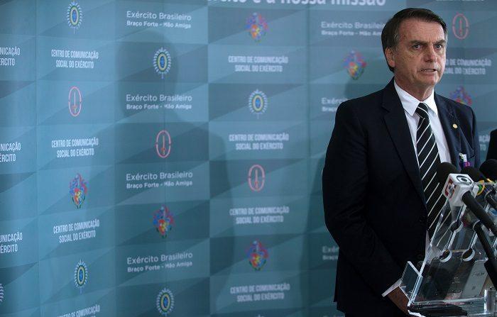 El presidente electo de Brasil, Jair Bolsonaro, terminó de conformar hoy su Gobierno, que entre sus 22 ministros tendrá a 5 miembros de las Fuerzas Armadas y como principal escudero al general Hamilton Mourao en la vicepresidencia. EFE/Joédson Alves