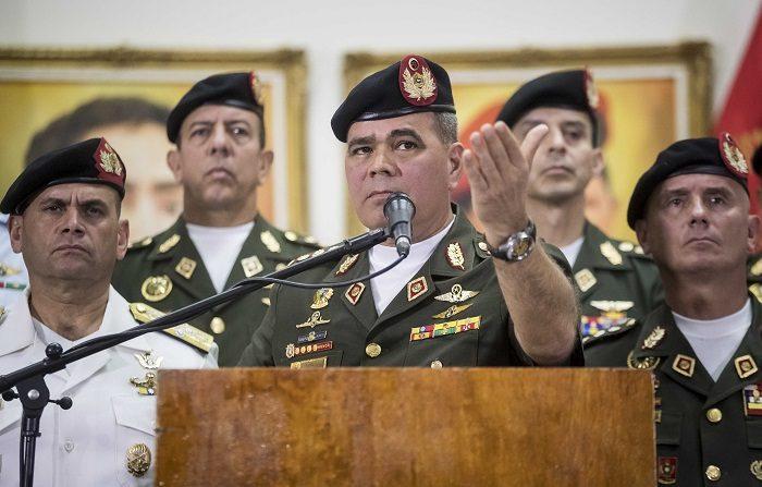 El ministro de Defensa de Venezuela, Vladimir Padrino López (c),(EFE/Miguel Gutiérre)