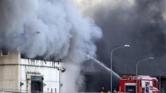 Un incendio devasta una planta de tratamiento de basuras en Roma