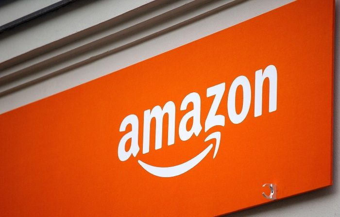 """La multinacional estadounidense Amazon anunció hoy haber experimentado un """"récord"""" de ventas de sus dispositivos y suscripciones de pago durante este periodo navideño, pese a que su popular asistente virtual, Alexa, sufrió una interrupción temporal del servicio el día de Navidad. EFE"""