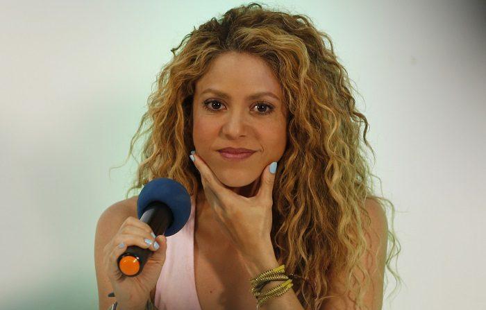 La cantante colombiana Shakira llega a una rueda de prensa de los Juegos Centroamericanos y del Caribe 2018 hoy, jueves 19 de julio de 2018, en Barranquilla (Colombia). Shakira es una de las invitadas a cantar en la ceremonia inaugural de los juegos, que por segunda vez se realizan en Barranquilla, y que acogerán a 5.339 deportistas de 37 países. EFE/Carlos Durán Araújo