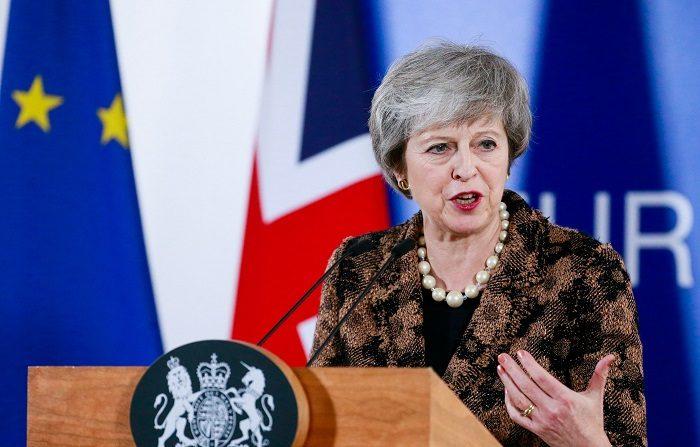 """La presión para respaldar un segundo referéndum sobre el """"brexit"""", ante la falta de una mayoría que apoye el acuerdo al que ha llegado el Gobierno británico con Bruselas, continuó hoy aumentando para la primera ministra, la conservadora Theresa May, y el líder de la oposición, el laborista Jeremy Corbyn. EFE"""