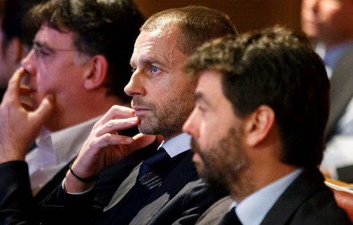 El presidente de la UEFA, Aleksander Ceferin, junto al presidente de la Asociación de Clubes Europeos (ECA) y del Juventus de Turín, Andreas Agnelli (d), durante el sorteo de los octavos de final de la Liga de Campeones en Nyon, Suiza, hoy, 17 de diciembre de 2018. EFE/ Salvatore Di Nolfi