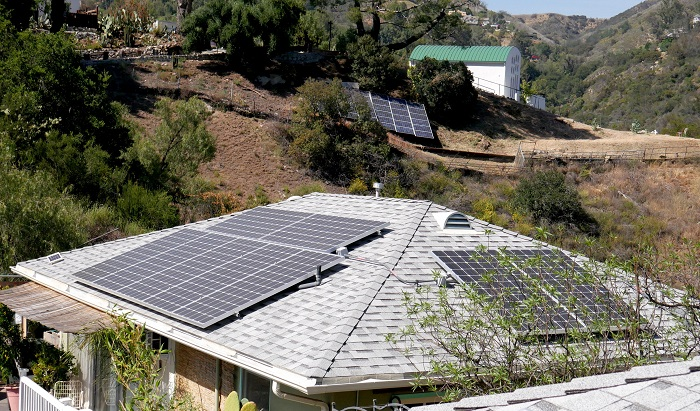 Una investigación que utilizó imágenes satelitales para identificar paneles solares en 48 estados del país dio con un resultado mayor de lo que esperaba, cerca de 1,47 millones de instalaciones, según da cuenta hoy la Universidad californiana de Stanford. EFE/Mike Nelson
