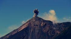 Ceniza del volcán de Fuego de Guatemala muda dirección 15 kilómetros al norte