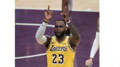 112-104. James logra un triple-doble en victoria de los Lakers