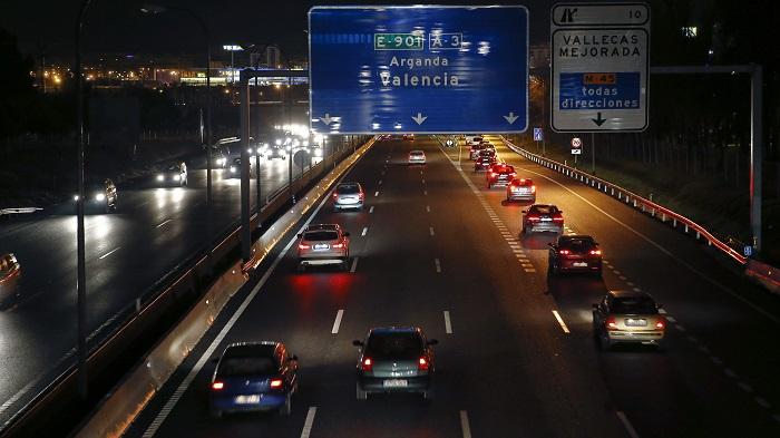 Catorce personas han perdido la vida en los doce accidente mortales de tráfico registrados en las carreteras españolas desde las 15.00 horas del viernes, cuando dio comienzo la operación especial de tráfico de la Navidad, y hasta las ocho de esta tarde. EFE/JuanJo Martín