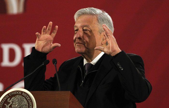 El presidente de México, Andrés Manuel López Obrador, habla en conferencia de prensa matutina en Ciudad de México (México). EFE/ Mario Guzmán