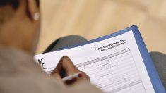 Aumentan a 965,000 las solicitudes semanales de subsidio por desempleo en EE.UU.