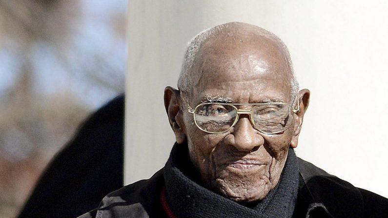 Richard Overton, el hombre más anciano de Estados Unidos, murió este jueves a los 112 años de edad en Austin (Texas) a causa de una neumonía, según informó su familia en las redes sociales. EFE
