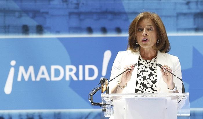 La alcaldesa de Madrid, Ana Botella, pronuncia unas palabras durante la entrega de la Medalla de Oro de la ciudad en el acto institucional de la festividad de San Isidro, patrón de la capital de España. EFE/Alberto Martín
