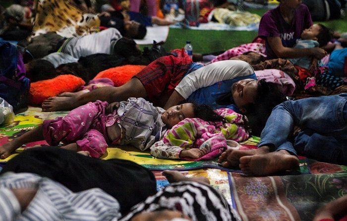 Las autoridades de Indonesia rebajaron hoy el número de muertos por el tsunami en el estrecho de Sonda, que separa las islas de Java y Sumatra; informaron que los fallecidos son 426, cuatro menos que la cifra anterior, dejaron en 23 a los desaparecidos, y aumentaron el número de los heridos a 7.202 y el de desplazados a 40.386. EFE/