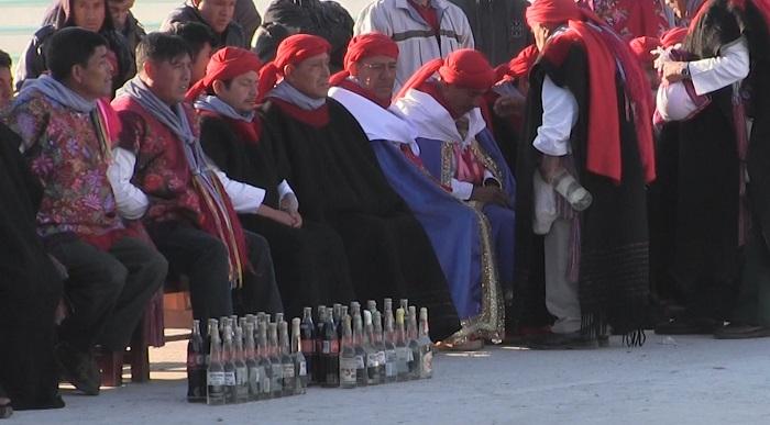 Los indígenas de San Juan Chamula le rezan a los santos entre sorbos de bebida de cola sin importarles los estragos de la diabetes, la tercera causa de muerte en este municipio del estado mexicano de Chiapas. EFE