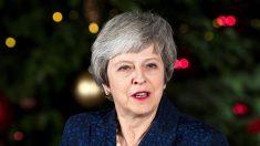 """May retoma su plan del """"brexit"""" tras superar la votación sobre su liderazgo"""