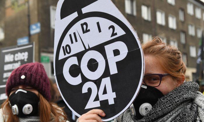 Manifestantes durante una marcha por el clima al margen de la 24ª Conferencia de las Partes de la Convención Marco de las Naciones Unidas sobre el Cambio Climático (COP24), en Katowice, Polonia,  el 8 de diciembre de 2018. (JANEK SKARZYNSKI/AFP/Getty Images)